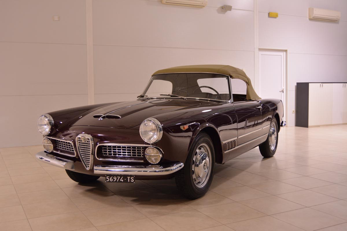 Alfa Romeo 2000 Touring Spider 1959 I Whole Process Documented Transmission The Conventional Suspension Design Along With Extra Gear On For Relaxed Driving Emphasized That Was A Grand Car And